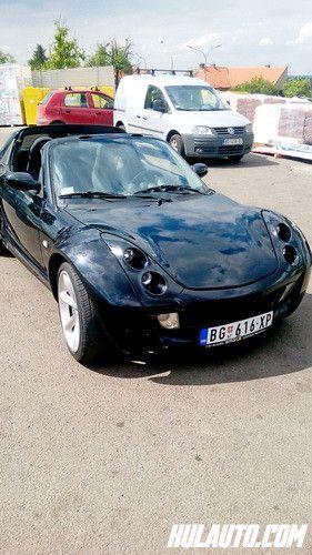 Prodajem Smart Roadster, 4x4, benzin, 2004 godište, odličan, crne boje, registrovan, 80kw/109ks, 700 cm3, prešao 94000 km, euro 2, automatski menjač, klima, airbeg, CB, branici u boji auta, daljinsko zaključavanje, tonirana stakla, alu felne, radio CD.Cena 5000 eura  ,Kontakt;Miloš064/1855337