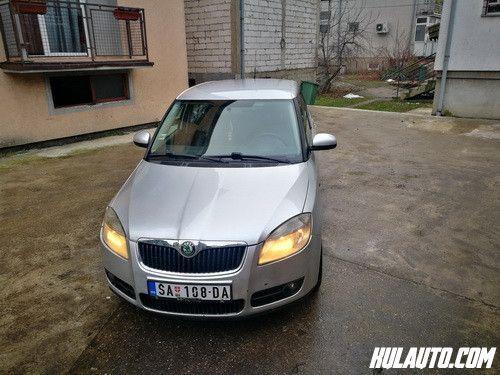Skoda Fabia 1.4 tdi karavan 2008 gVeoma kvalitetan i hvaljen motor.Auto poseduje abs, klimu, elektricne podizace, servo volan, vazdusne jastuke, elektricne podizace, putni racunar.Registrovana do maja meseca. Cena je 3000 evra , moguca zamena za jeftinije vozilo uz doplatu kupca od 2000 e.Cena nije fiksna, za ozbiljne kupce popust. +38165 5226108