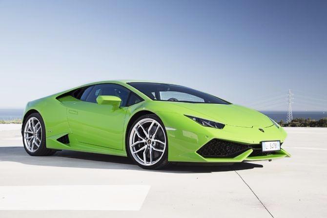 Lamborghini HURACÁN LP 610-4<br />5.2 cm³ ,V10 ,40 ventila,maksimalna snaga 449 kW ili 8,250 RPM :)<br />Kako ne voleti nesto tako izuzetno ^^