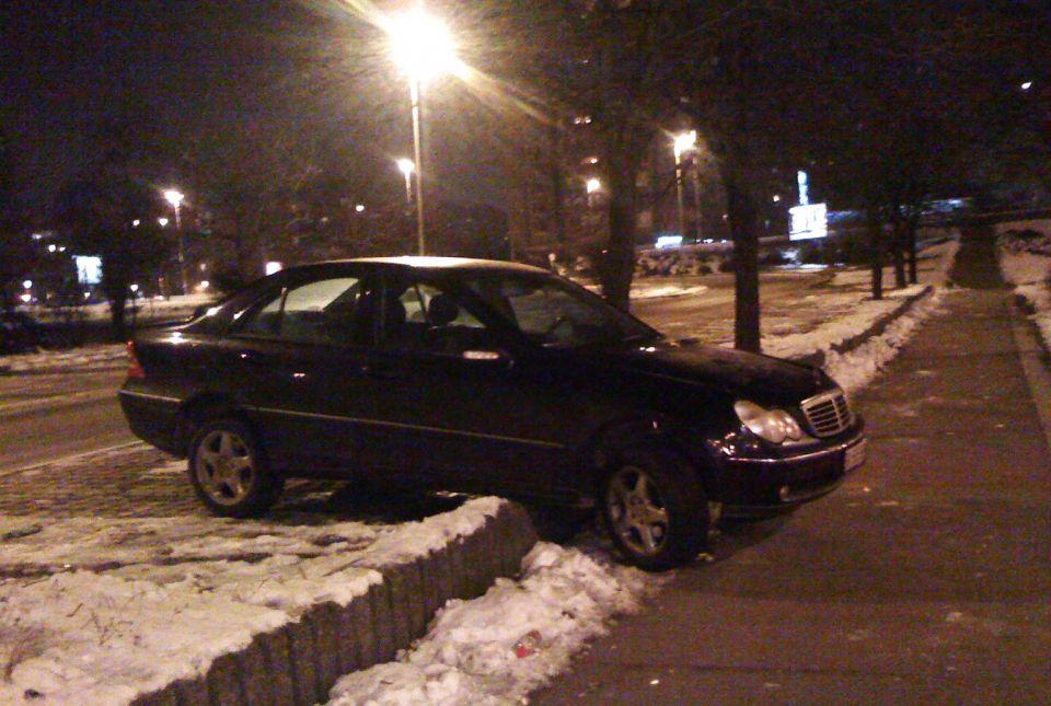 Starija slika jednog novogodišnjeg parkiranja :)